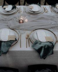 Emerald Velvet napkins on Whisper Weave overlays with Dove Chiffon table runners