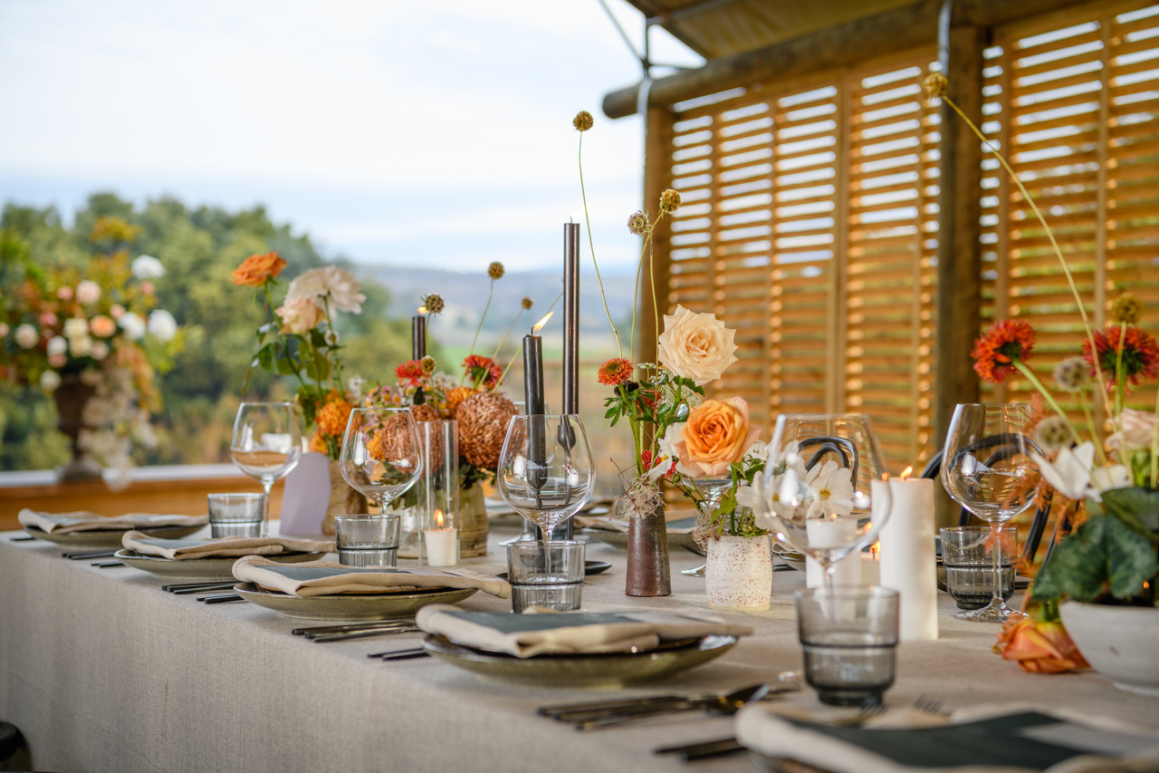 Oatmeal Weave overlays with Natural Linen Spoke napkins