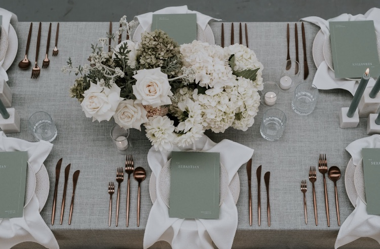 Seafoam Weave overlay with White Linen Spoke napkins