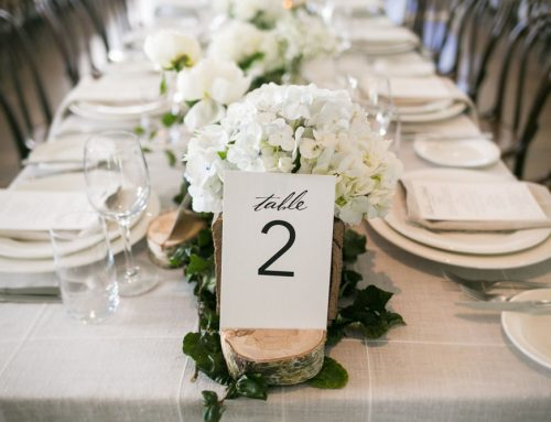 What is the difference between a boho and rustic wedding?